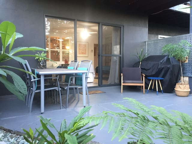 BIG Plant filled Courtyard Garden Apartment