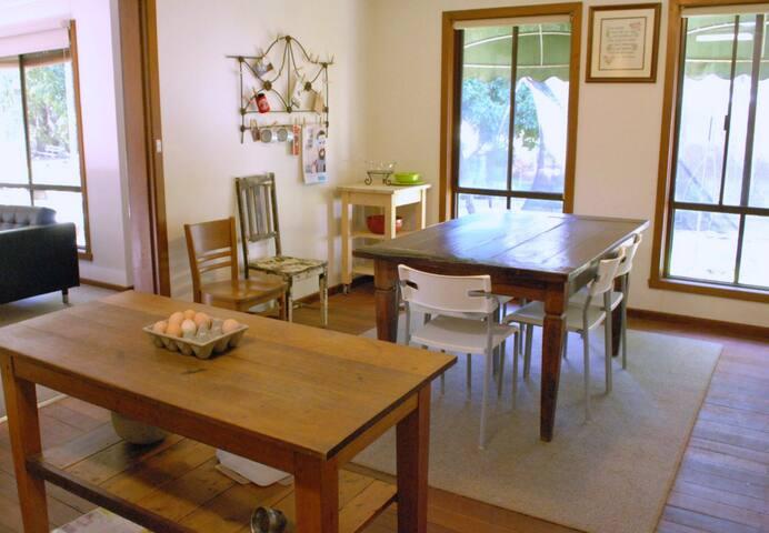 Rowanston B&B Vineyard Cottage - Glenhope - Bed & Breakfast
