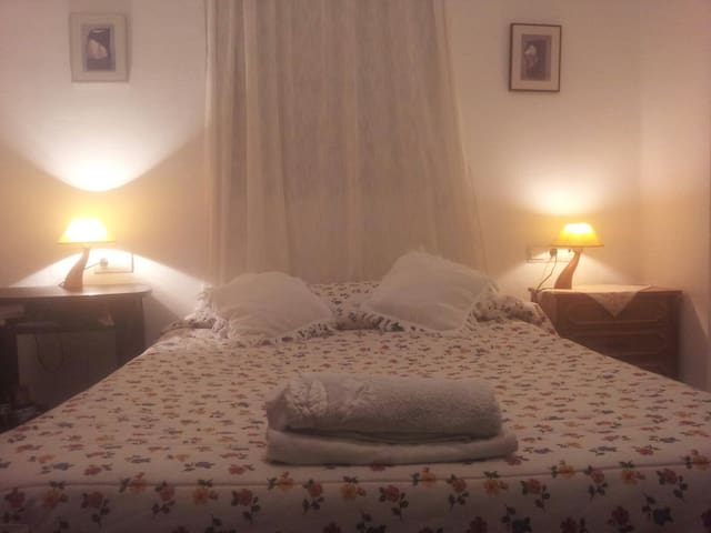 ROOM WITH A DOBLE BED CAMA DOBLE - San Juan de Aznalfarache