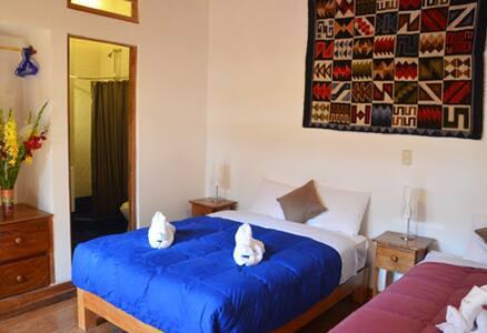 Family room Wasi Picaflor Ollantaytambo - bathroom - Ollantaytambo - Bed & Breakfast