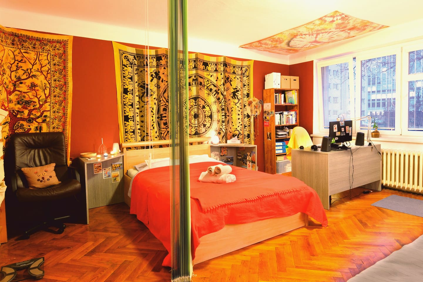 The spacious bedroom with a comfortable doublebed and clean blankets