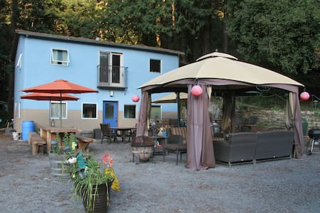"""TreeHouse""  Farm-stay  w/ Jacuzzi - Guerneville"