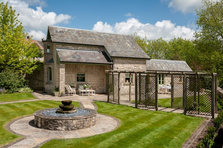 Charming cottage with private garden