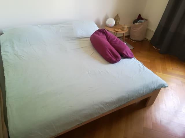 Double Bed 180 x 200 cm