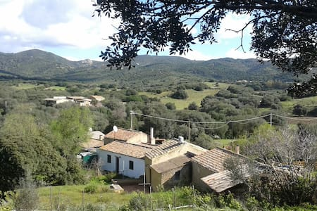 Farmhouse 1 km from southernmost sardinian coast - Hus