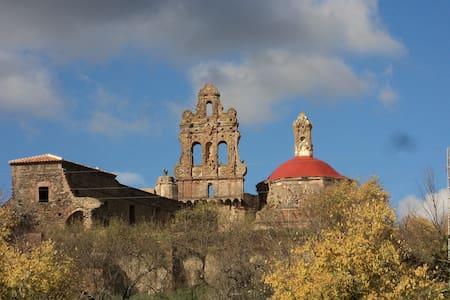 GUESTHOUSE in MONUMENTAL SITE (24 beds) - Cazalla de la Sierra - Замок