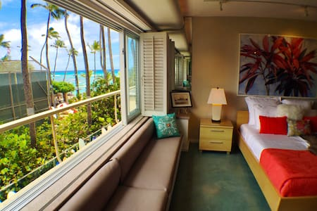DiamondHead Waikiki Beach Front Condo - Honolulu