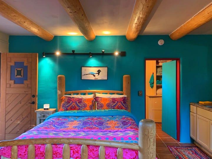 Taos Bird House | Cozy Casita Close to Town Plaza