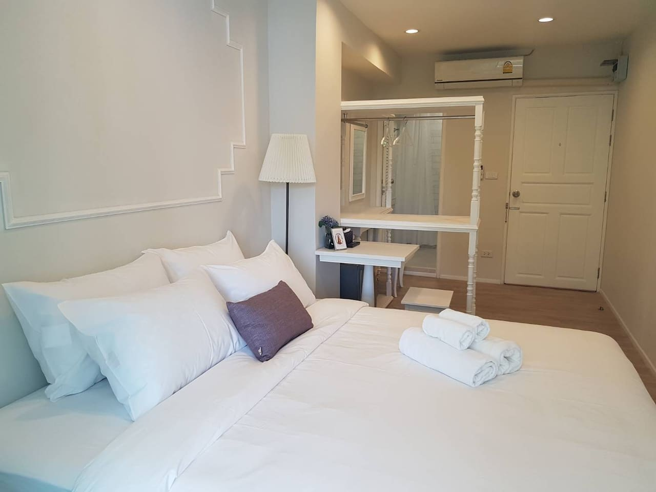 Private room - Double Bed for 1 person or couple. Fully Furnish and setup clean bed linens. Bliss Silom Bangkok