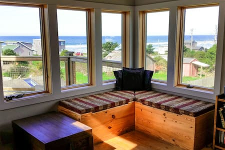 Ocean view-1 block to the beach! - Cape Meares - Casa