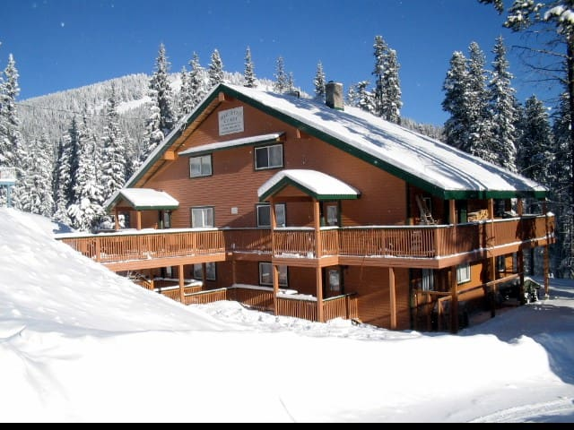 SPRING BREAK !  SKI APEX MTN RESORT - Penticton - กระท่อม