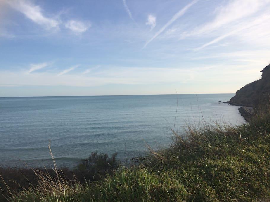 Vista del mare (riccetta - riserva naturale) dov'è localizzata la casa