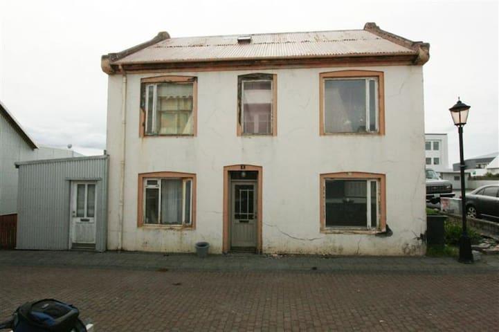 Room for 4 - Reykjanesbær - Casa