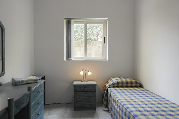 ATTARD: ROOM WITH SINGLE BED