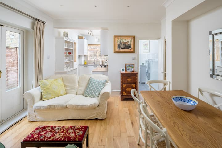 Charming 2BR flat with patio in Hammersmith