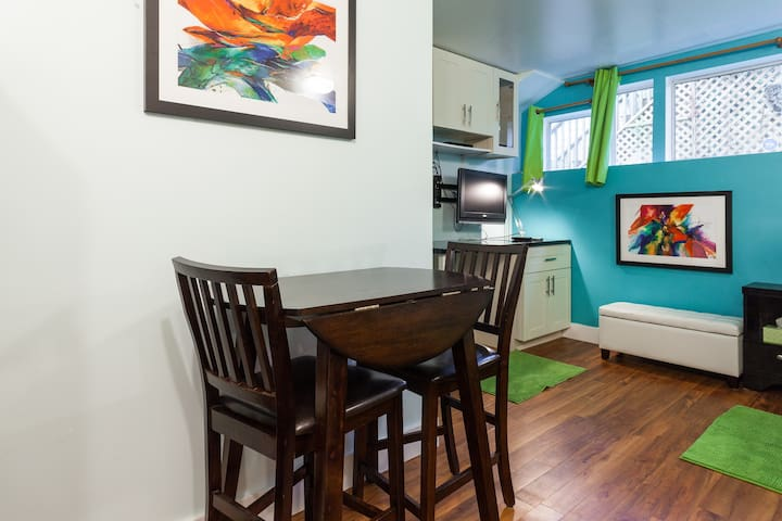 Private Studio in Lynn Valley - pet considered