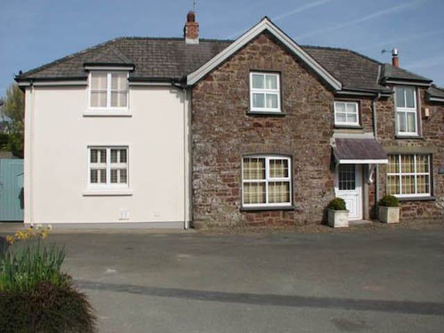 Luxury home Pembrokeshire sleeps 13 - Marloes - Hus