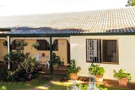 Nice Room in Large Homely Residence - Sunnybank Hills - House