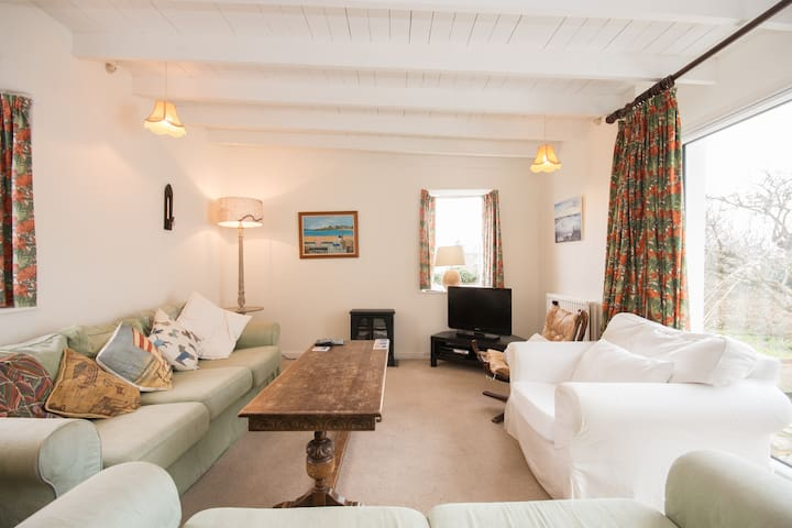 Spacious, sunny and charming cottage in Elie, Fife - Elie - Casa
