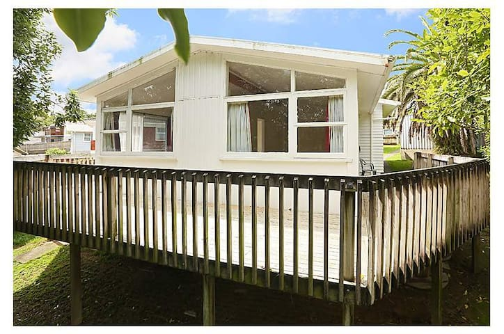 Ordinary house, clean and tidy - Auckland - Dom