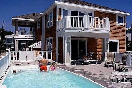 Sunset House Waterfront, hot tub, pool - Fenwick Island