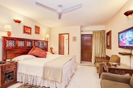 Safest Bed & Breakfast in Delhi - New Delhi - Bed & Breakfast