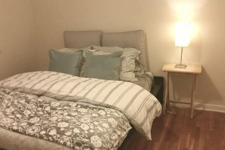 Private Room & Bath Near Metro!