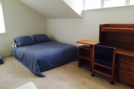 Beautiful Room in Agoura Hills - Agoura Hills - Bed & Breakfast