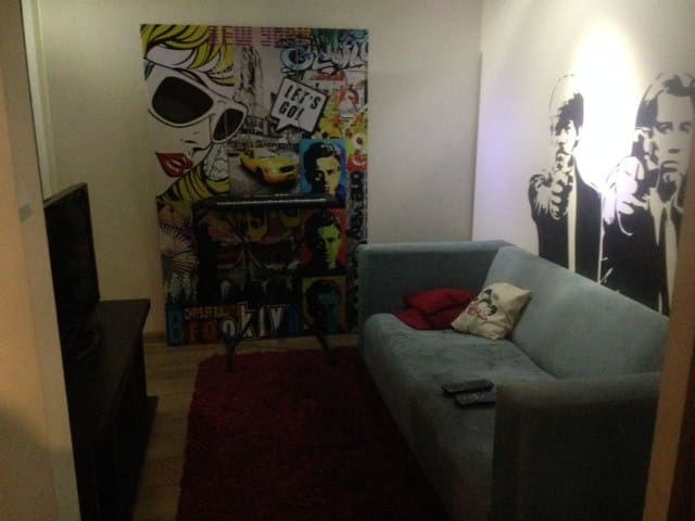 Sala de estar para ver TV o usar PC.