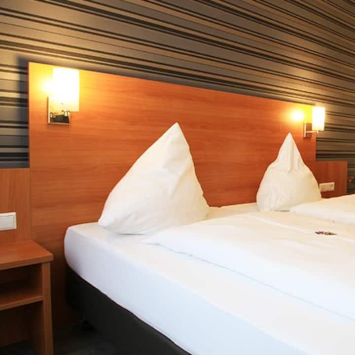 Hotel Alexa (Bad Mergentheim), Suite Otto oder Heinrich mit kostenfreiem WLAN und Parkplatz