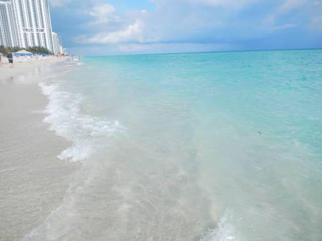 AMAZING OCEANFRONT 2 BEDR/2BATH - Sunny Isles Beach - Apto. en complejo residencial