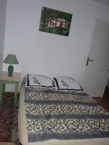 Chambre, cuisine et  salon 2 personnes Ustaritz