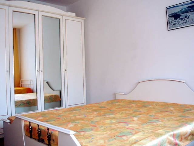 Cozy room in Bulgarian house (3per) - Pomorie - Dom