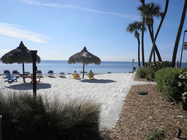 Tampa, FL USA - Waterfront Condo, WiFi, Best Rates