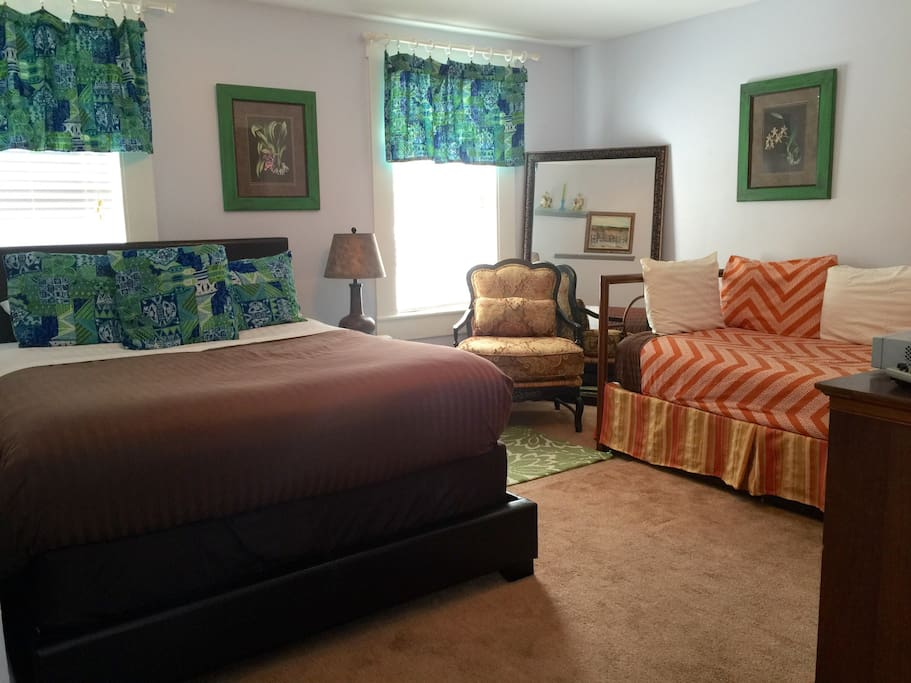 Forsyth Park Carriage House Lower Apartments For Rent In Savannah Georgia United States
