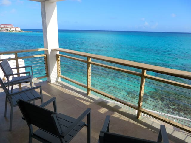 OCEAN FRONT HOME WITH POOL - Nassau - House