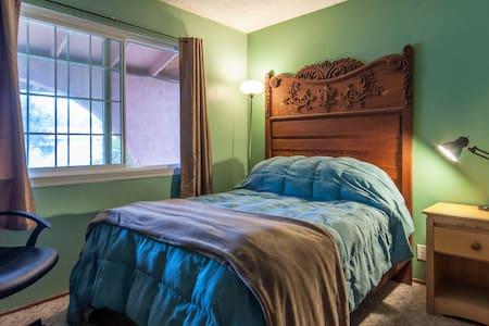 Quiet Comfortable Room - Davis - Huis