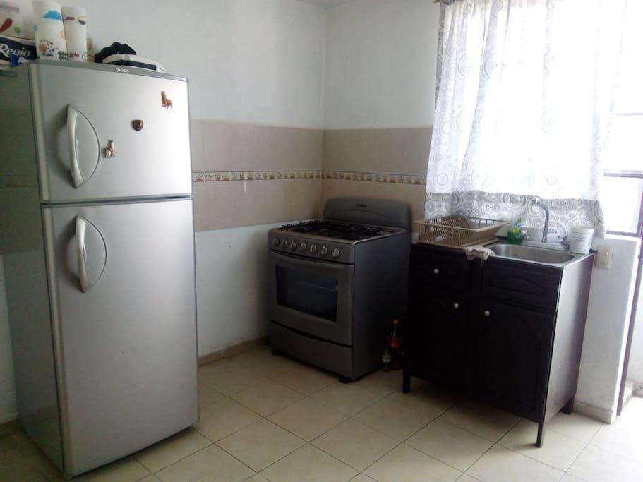 refrigerador y estufa completa