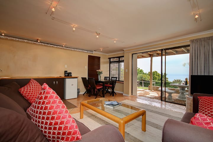2. Camps Bay, Spacious, Private, Sunny Pad, Unit 2