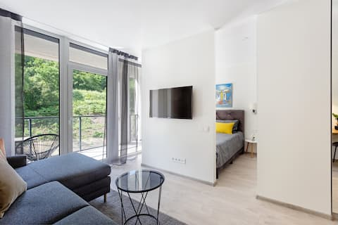 Modern New apartment with parking, centre in 10min