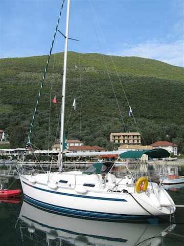 Bavaria32 S/Y for charter on Lefkada