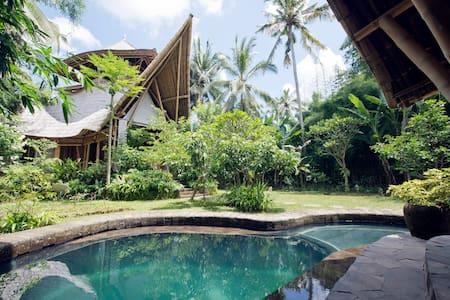 Bamboo 3 storey Home, Pool, Garden - Abiansemal
