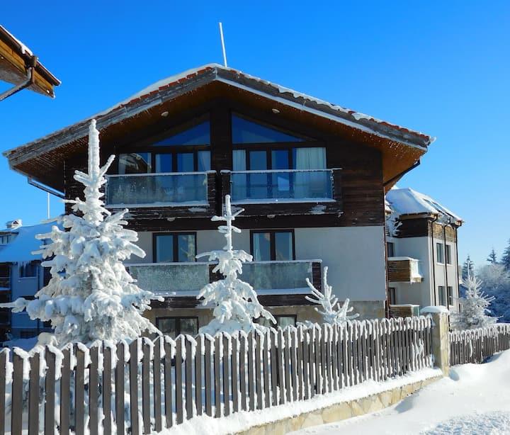 Luxury Ski Chalet, Sauna & Stunning Mountain Views