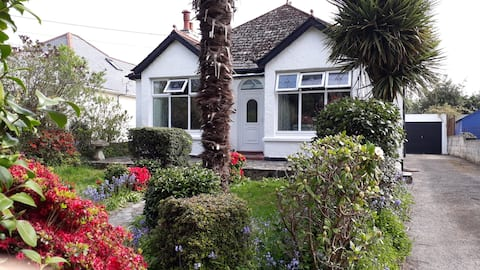 Large Cornish Picturesque Bungalow Near Beaches