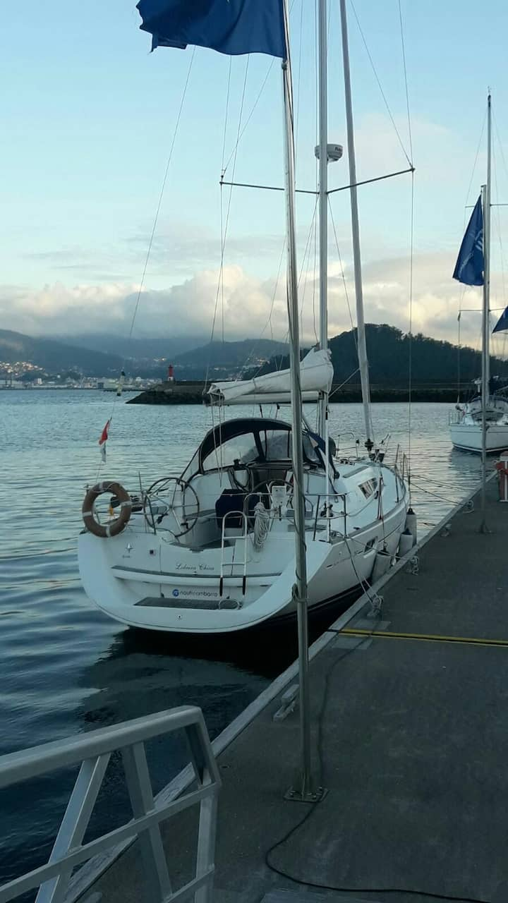 Navegar en velero en las Rias Baixas. Visitar Cies