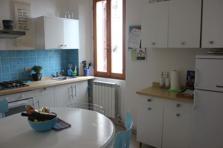 Kitchen with diningtable