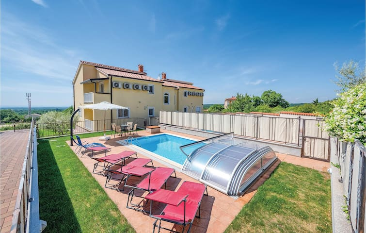 Holiday apartment with 2 bedrooms on 92m² in Baderna