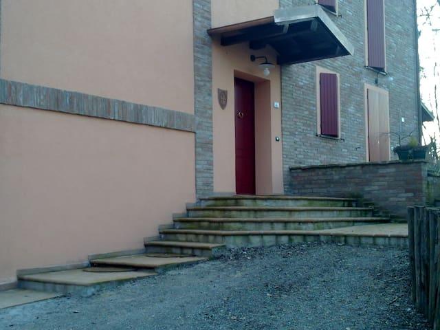 casa nel (URL HIDDEN) città - Reggio Emilia - 家庭式旅館