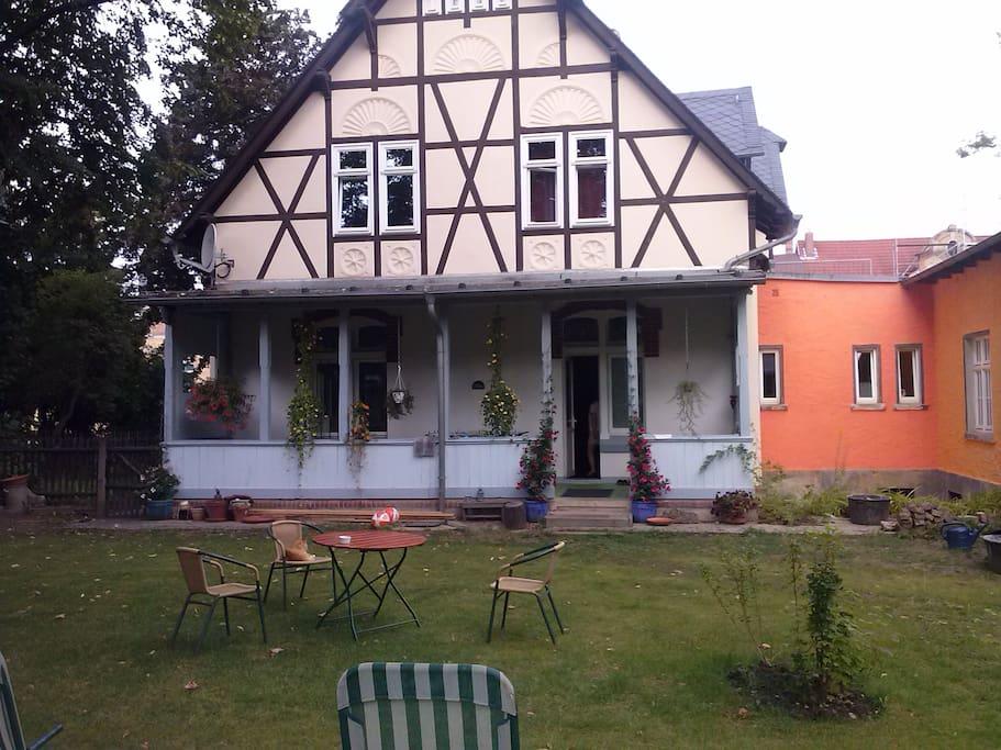 Haus vom Garten aus gesehen