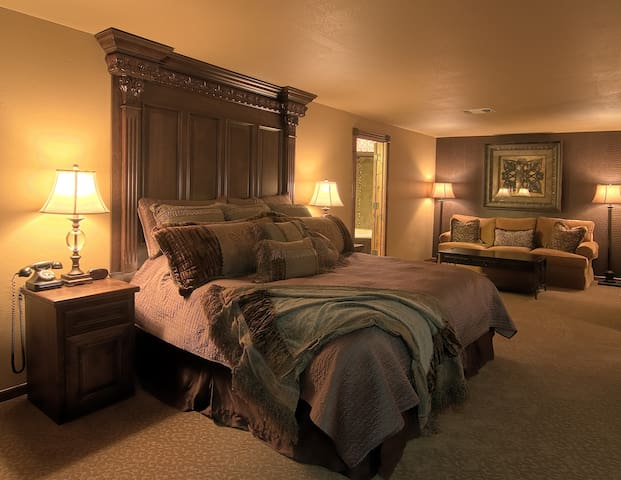 KingWood Suites - Emerald Suite